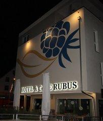 Hinterleuchtete LED-Schrift auf der Rueckseite-Hotel Rubus.jpg