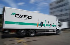 Lastwagen bieten eine grosse Werbeplattform. Beschriftung mit Systemtext und Digitaldruck